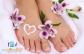 A professzionális ápolás a lábaidnak is jár! Egy valódi gyógypedikűrrel most megszabadulhatsz a bőrkeményedéstől, a benőtt körmöktől és a tyúkszemektől, a kezelés végén pedig egy talpmasszázs tesz arról, hogy teljes testben ellazulj. A teljes körű gyógypedikűr és a relaxációs talpmasszázs a Démon Szalonban (VI. kerület) vár rád, és most mindössze 1.890 Ft-ért megkaphatod kuponunkkal!